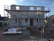 Errichtung der Obergeschosse, hier mit Porenbeton